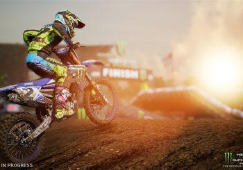Bavez devant cette vidéo de Monster Energy Supercross